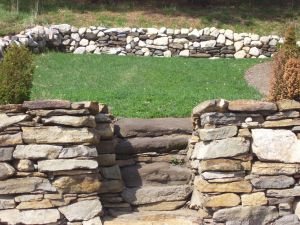 Retaining and Freestanding Walls, Fieldstone and Granite Mix